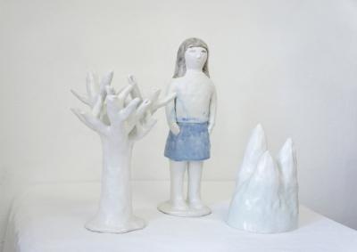 Trois paysages, fille:14x12x40,mont:16x12x23, arbre:22x22x33cm, grès émaillé
